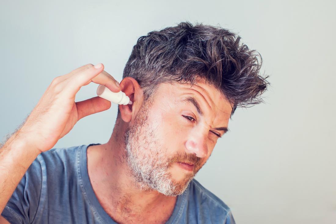 cara mengeluarkan kapas dari telinga