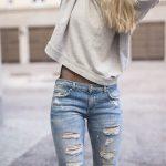 Cara Menyobek Celana Jeans untuk Membuat Ripped Jeans yang Keren