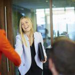 Rekomendasi Gaya Pakaian Wawancara Kerja Wanita Terbaik