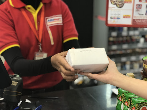 paket dan barang belanjaan