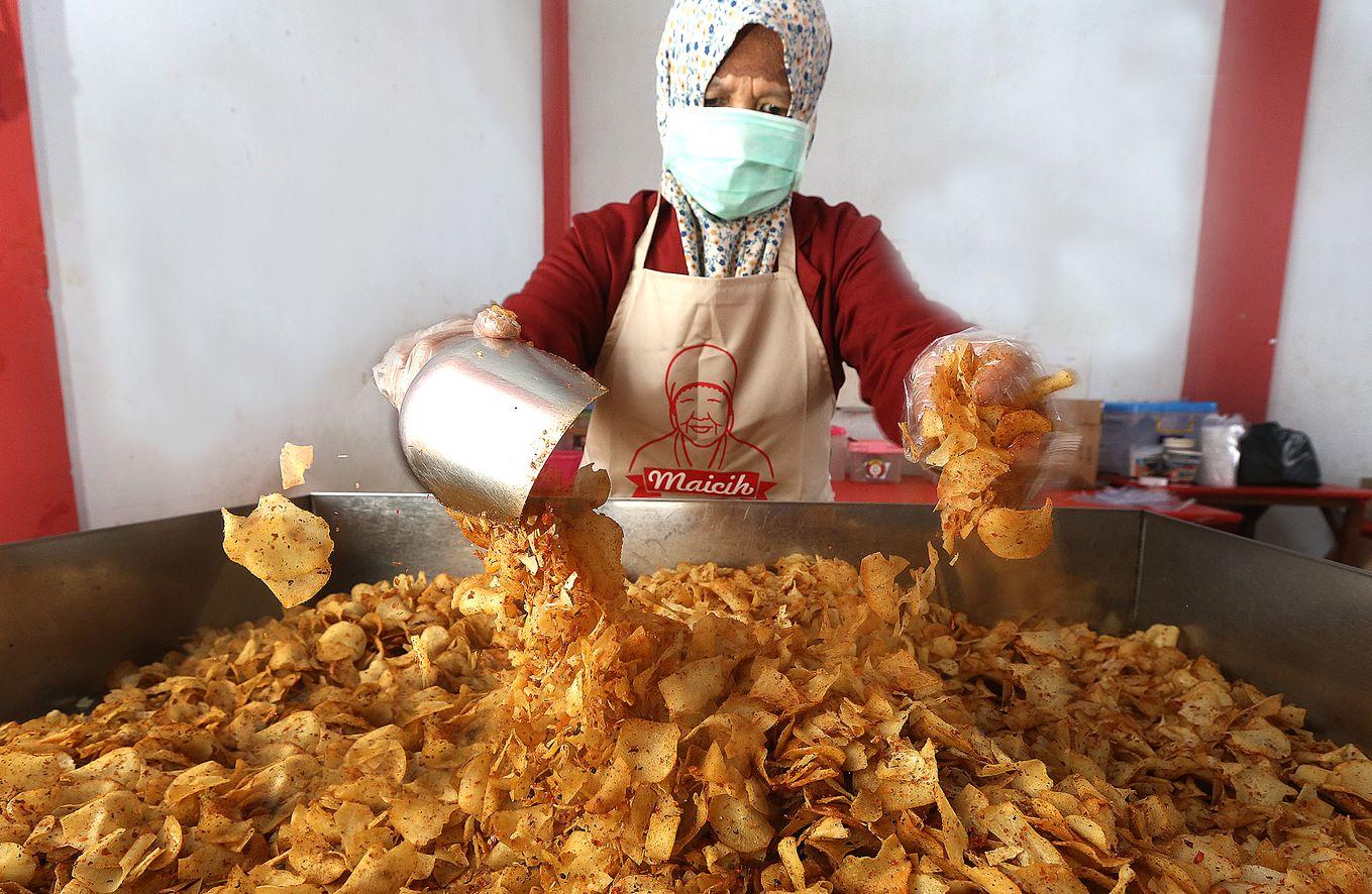 Reza Nurhilman biografi pengusaha sukses di bidang kuliner maicih