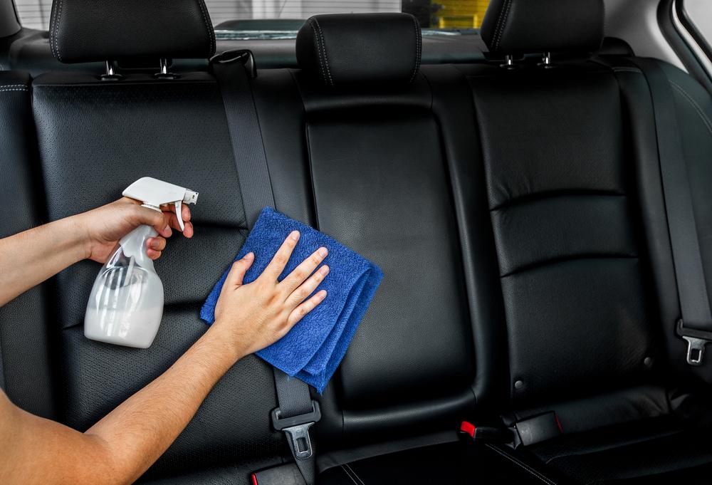 cara membersihkan jok mobil semi kulit
