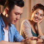 7 Tips Membaca Bahasa Tubuh Wanita Ketika Menyukai Pria